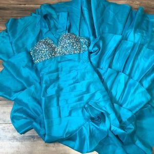 Tony Bowls sz 4 fit  and flare teal prom dress